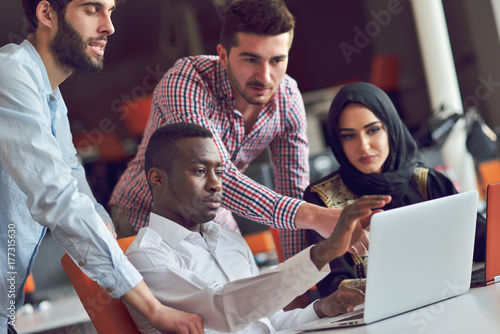 Photo  Multiracial contemporary business people working connected with technological de