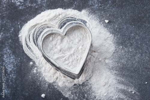 Photo Arrowroot Powder in a Heart Shape