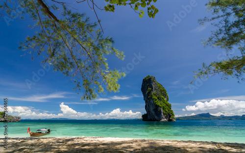 Fototapeta Piękny słoneczny dzień przy Koh Porda w Krabi, Tajlandia