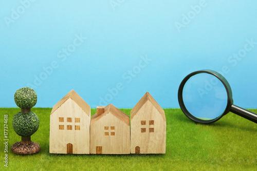 Photo 住宅と虫眼鏡