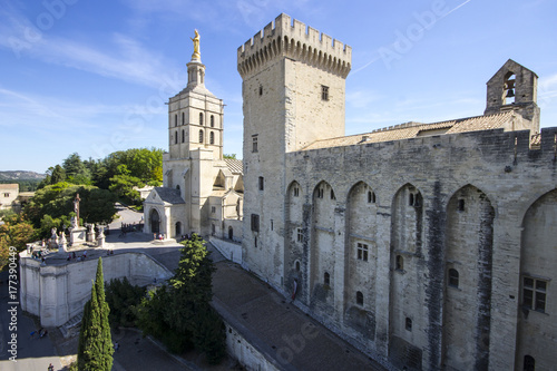 Fototapeta Palais des Papes lub Papieski pałac, jeden z największych i najważniejszych średniowiecznych budowli gotyckich w Europie. Miejsce światowego dziedzictwa od 1995 roku