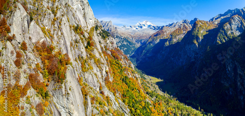 Photo  Val Masino - Val di Mello - Valtellina (IT) - Vista aerea panoramica autunnale