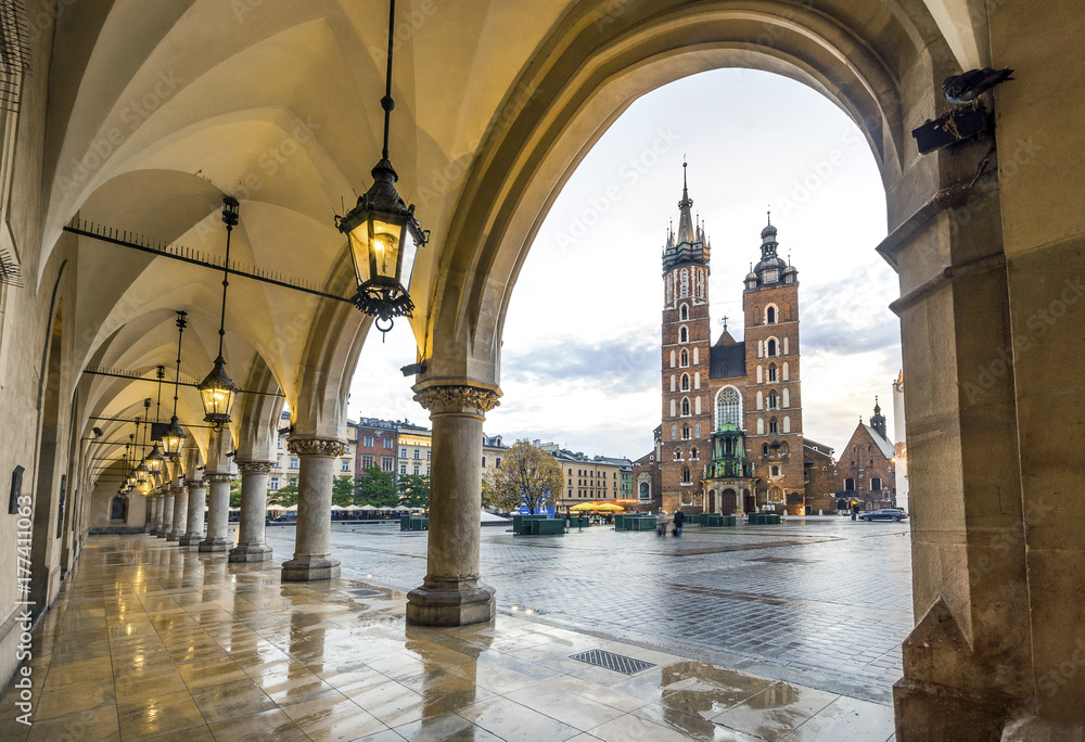Fototapety, obrazy: Cloth Hall and St. Mary's Basilica on Market Square in Krakow, Poland