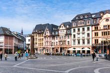 Marktplatz In Mainz Mit Neunensäule
