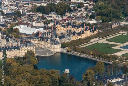 Fotografie, Obraz  Vue aérienne du château de Fontainebleau en France où Napoléon abdiqua