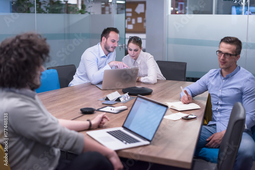 Fototapety, obrazy: Startup Business Team At A Meeting at modern office building