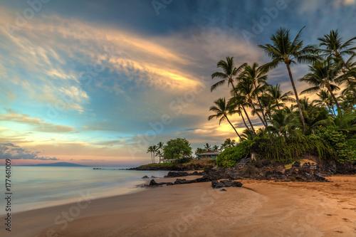 Obraz na plátně Po'olenalena beach Sunrise