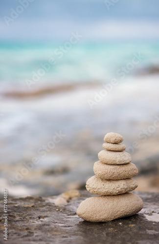 Zdjęcie XXL Kamienie Zen, ocean w tle dla idealnej medytacji
