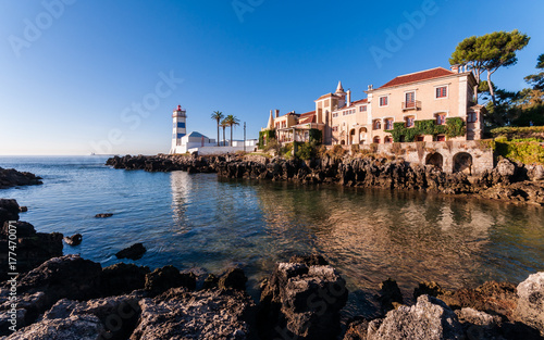 Plakat Latarnia morska (Farol de Santa Marta) i muzeum miejskie w Cascais; Portugalia