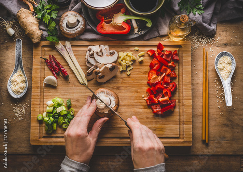 Valokuvatapetti Vegetarian stir fry cooking preparation
