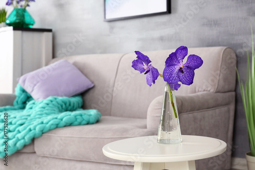 Miraculous Lilac Accent In Modern Interior Table With Flowers And Download Free Architecture Designs Photstoregrimeyleaguecom