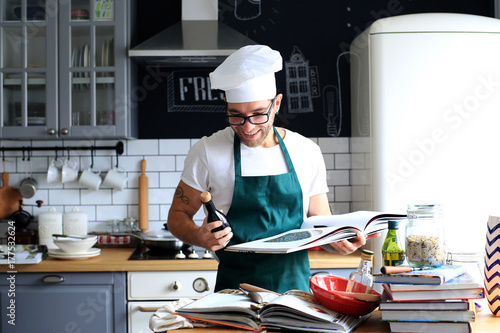 Foto op Plexiglas Koken Young man cooking lunch in the kitchen