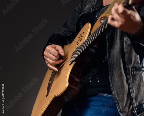 Close-up of the guitar player hands Fototapet