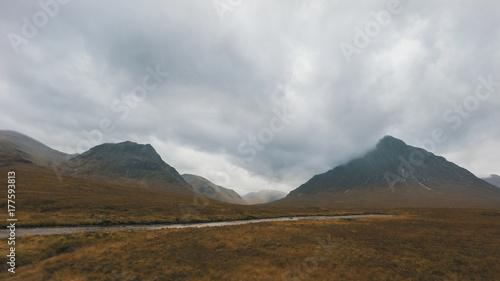 Fototapeta Góra krajobraz - widok średniogórze w Szkocja, jesień