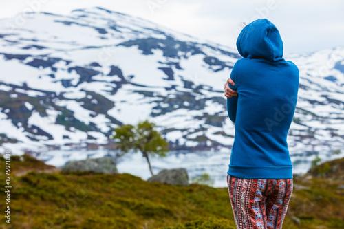 Tourist woman in mountains Norway Tapéta, Fotótapéta