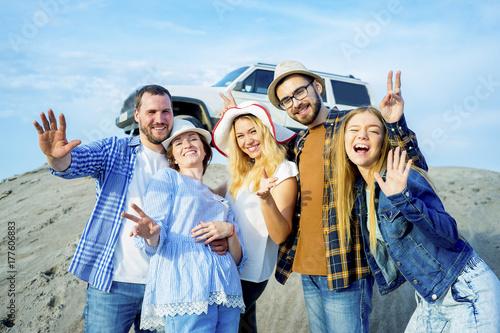 Zdjęcie XXL Przyjaciele podróżujący razem