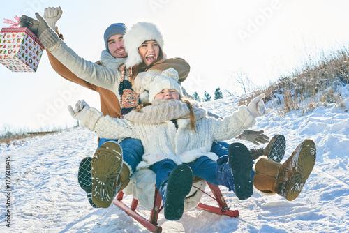 Zdjęcie XXL Family sledding with presents