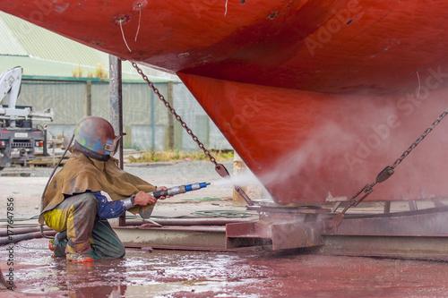 Photo sur Toile Naufrage Korrosionsschutz durch sandstrahlen an einem Schiff