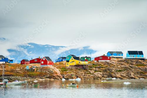 Deurstickers Poolcirkel Colorful houses in Saqqaq village, western Greenland