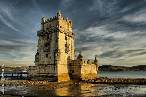 Plakat Belém Tower - umocniona wieża znajduje się w Lizbonie, Portugalia.