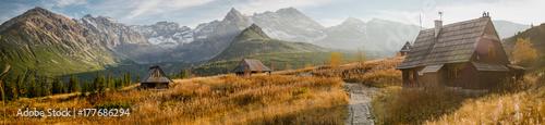 Foto op Aluminium Panoramafoto s Hala Gąsienicowa w Tatrach, pora roku - jesień