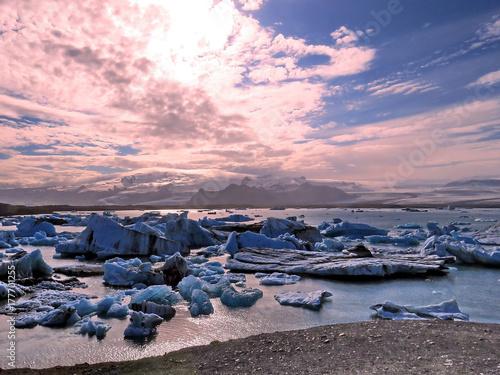 Foto op Plexiglas Lichtroze Iceland landscape of Jokulsarlon Glacier Lagoon 2017