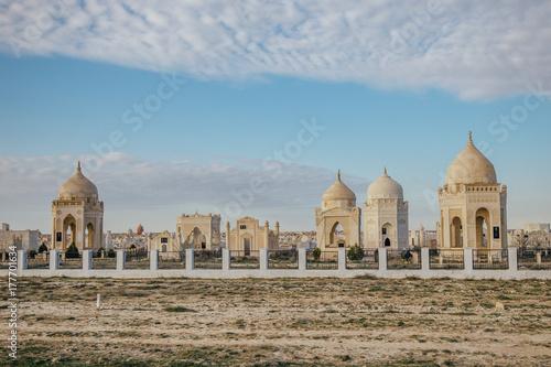 Zdjęcie XXL Tradycyjny muzułmański cmentarz w pustyni Kazachstan