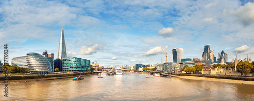 Fotografie, Obraz London, South Bank Of The Thames on a bright day, panoramic image