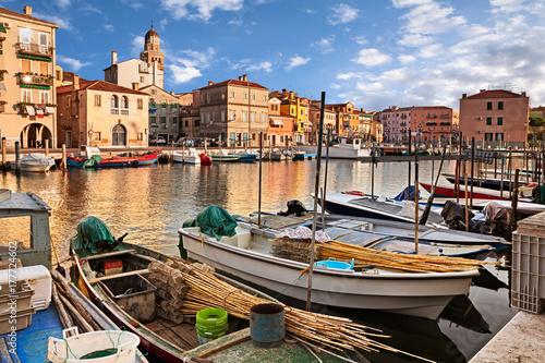 Fotografía  Chioggia, Venice, Italy: waterway in the old town with fishing boats