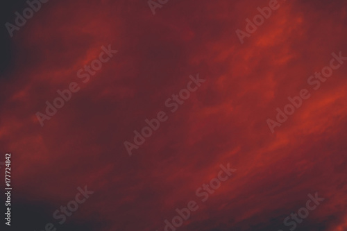 Foto auf AluDibond Kastanienbraun Red Sunset Clouds Retro