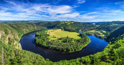 Zdjęcie XXL Widok rzeki Wełtawy podkowy kształt meander z Solenice punktu widzenia, Republika Czeska