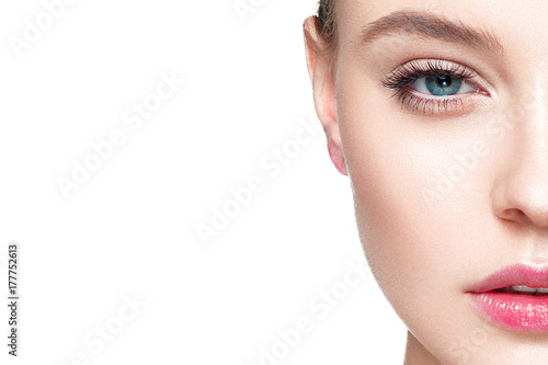 Fotografía  Beautiful woman portrait with fresh clear nude make up, healthy skin, skin care
