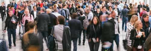 Zdjęcie XXL niewyraźne duży tłum ludzi biznesu
