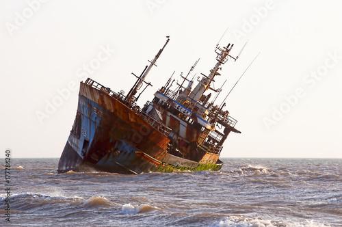 Deurstickers Schipbreuk ship-wreck