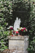 Virgin Mary And Jesus Statue