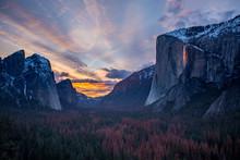 Firefall In Yosemite Valley Du...