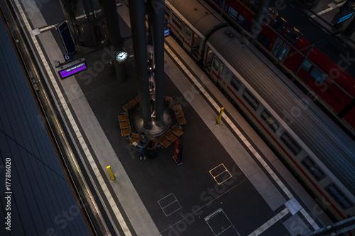 Zdjęcie XXL Platforma z osobą oczekującą z góry