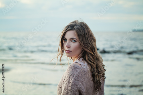 In de dag Lichtblauw Outdoor Portrait of Young Woman Looking at Camera on Natural Background with Copy Space