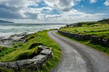 Enge Küstenstraße In Irland