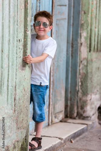 Poster Havana Little boy outdoor in Havana city