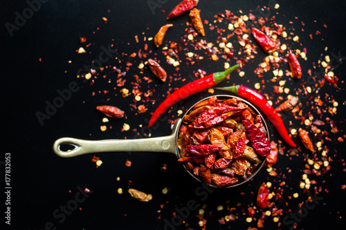 Photo  Hot Red Chilli Chillies pepper, dried and crushed.