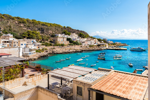 Zdjęcie XXL Widok Levanzo wyspa w morzu śródziemnomorskim za zachód od Sicily, Trapani, Włochy