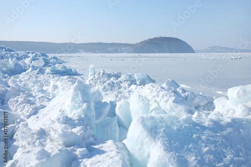 Papiers peints Arctique Huge blocks of ice in the sea