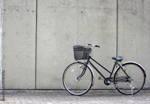 Aluminium Prints Bicycle a bicycle white concrete wall as background