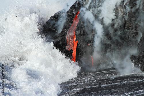 Fototapeta Lawa wypływa z wulkanu Kilauea