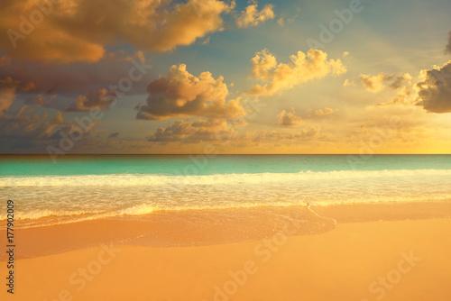 Foto op Plexiglas Caraïben Caribbean sunset beach in Riviera Maya