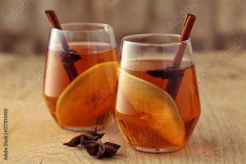 Photo Apple cider with spices.