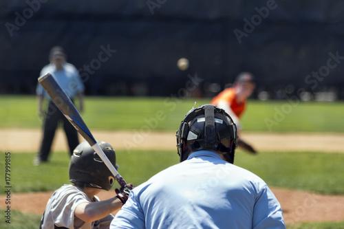 Plakat Ciasto czeka na boisko w młodzieżowej grze w baseball