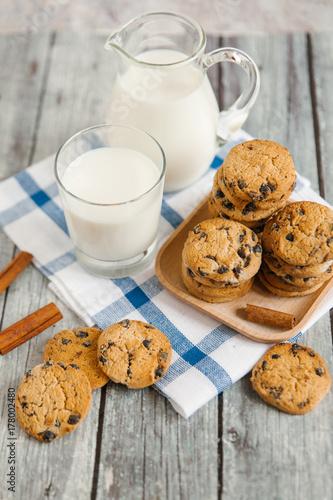 Fototapeta ciasteczko czekoladowe z mlekiem