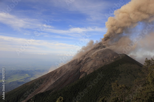 Fototapeta Dzień wybuchu wulkanu